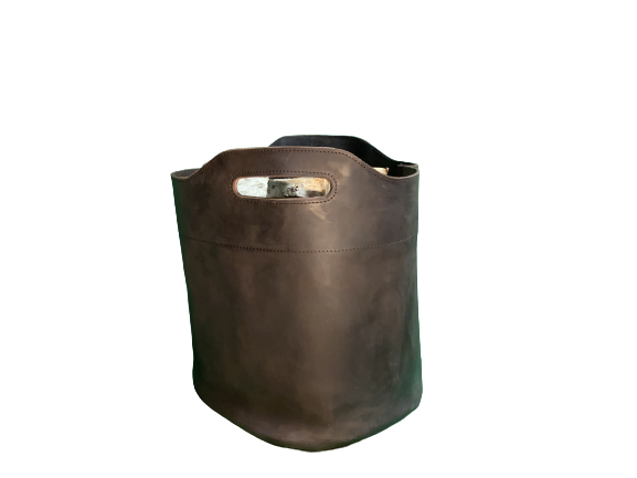 Kaminholzkorb aus Leder