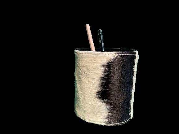 Stiftbecher aus Kuhfell